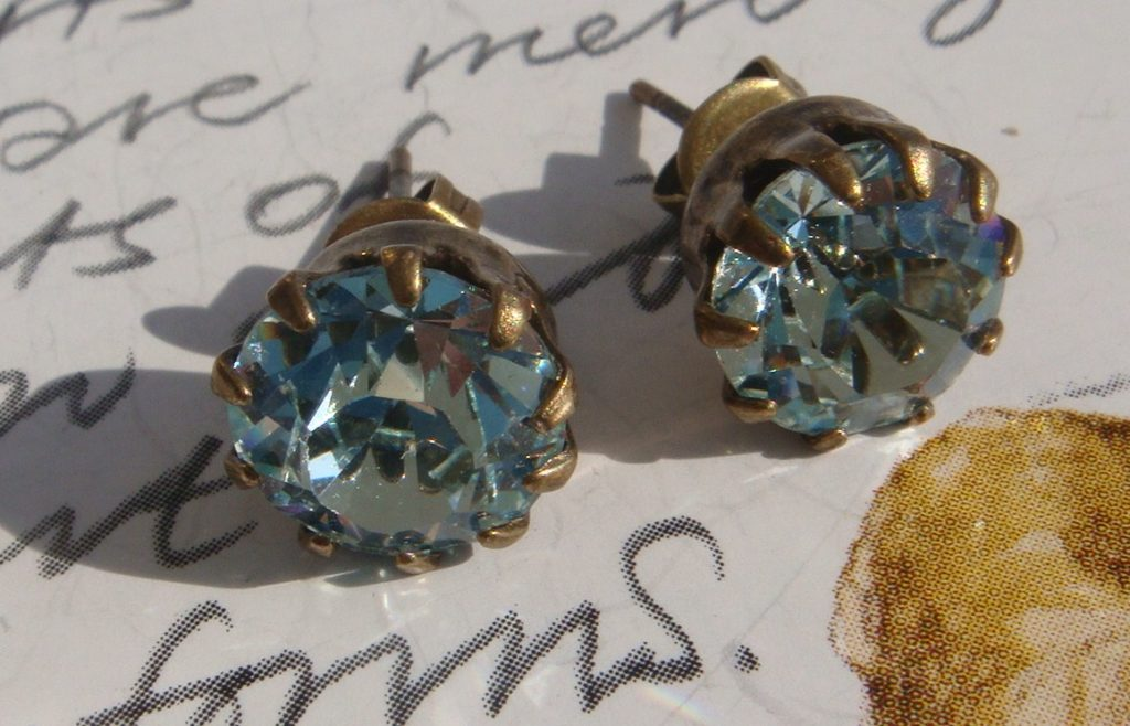 Picture of zircon gold earrings