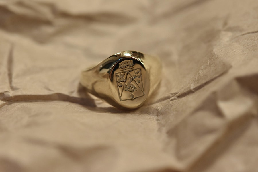 Round Yellow Gold Signet ring with coat of arms