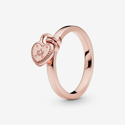 Engagement ring in rose gold with heart from Pandora