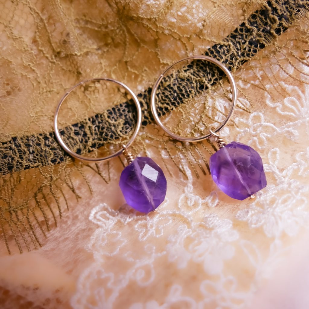 A picture of amethyst earrings.